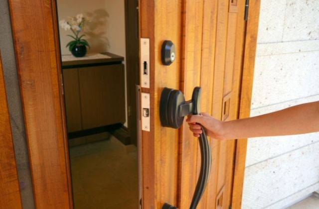Drzwi wejściowe w sklepie Op-Invest Okna Drzwi Rolety Bramy